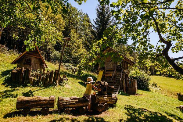 kraljev_hrib_kamniska_bistrica_restaurant_paintball_camping_hostel_rooms_00121417A4C9-9E51-5F26-F53E-A81425185B3C.jpg