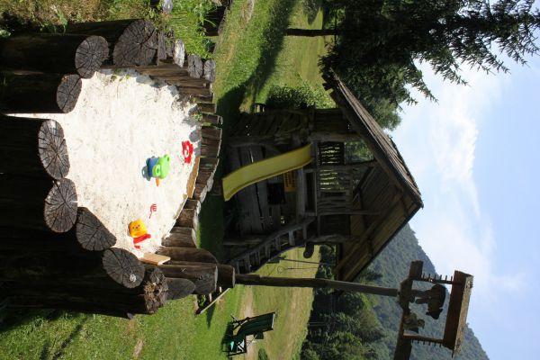 kraljev_hrib_kamniska_bistrica_restaurant_paintball_camping_hostel_rooms_0049797FE104-9A7F-9F30-5039-28C9742E3D74.jpg