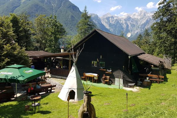 kraljev_hrib_kamniska_bistrica_restaurant_paintball_camping_hostel_rooms_0023DC418270-4902-35C4-71AA-6232EA78AC84.jpg
