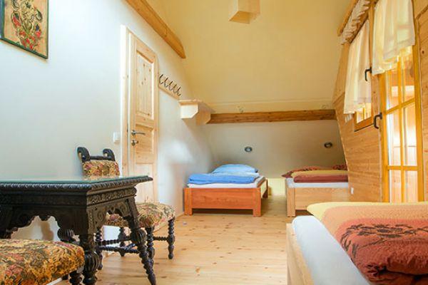 kraljev_hrib_paintball_hostel_rooms_camping_slovenia_00169815A8FE-A99B-3697-3039-82AAFF931319.jpg