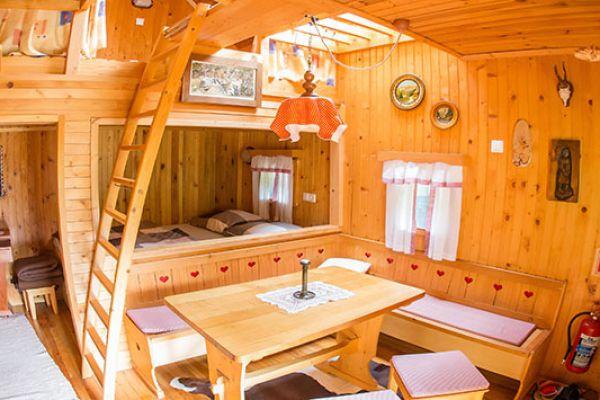 kraljev_hrib_paintball_hostel_rooms_camping_slovenia_00115172E5B0-4F50-79EB-BC93-7BC150DD3F68.jpg