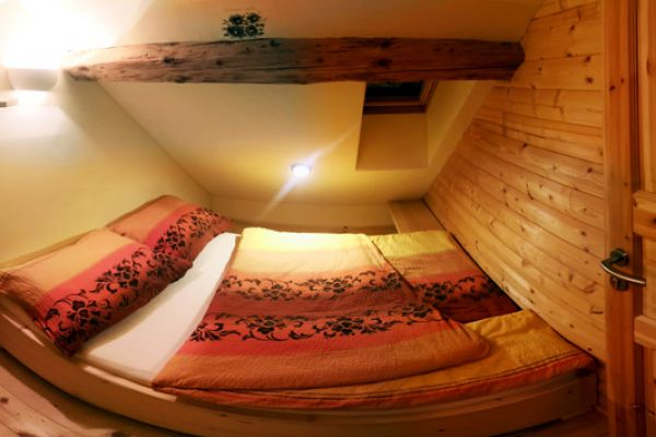 kraljev_hrib_paintball_hostel_rooms_camping_slovenia_0029091D825B-7C4D-1528-DE6E-1B058D2F442C.jpg